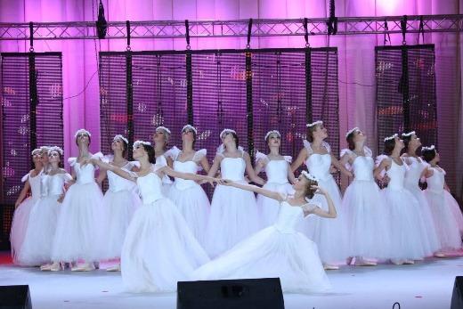"""Зразково художній колектив хореографічного ансамблю """"Карнавал"""" підкорює Україну"""