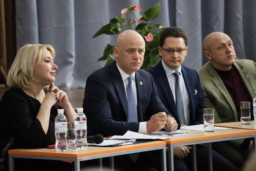В Одесі обговорили питання доступності та ефективної роботи нових пришкільних стадіонів