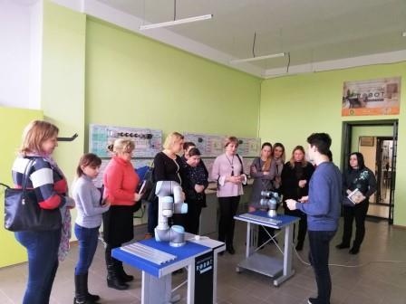 Слухачі Школи резерву відвідали лабораторію MiRONAFT