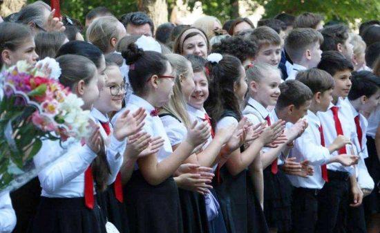 Останній дзвоник: Одеські школи провели випускників у доросле життя