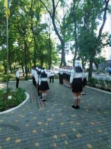 Кращі учні закладів загальної середньої освіти Суворовського району несуть Почесну варту на Посту №1
