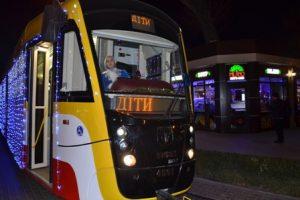 Святковий парад трамваїв для вихованців дитячих будинків